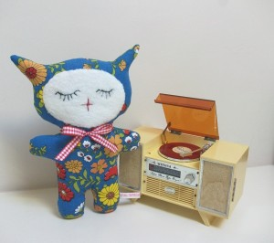 Retro Kitty in Vintage Blue Flower Fabric